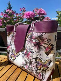 Sac Madison en simili prune, fleurs et papillons cousu par Sylvie - Patron Sacôtin