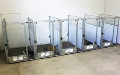 Diy Dog Kennel, Kennel Ideas, Dog Kennels, Puppy Pens, Dog Grooming Salons, Pet Grooming, Dog Kennel Designs, Puppy Room, Build A Dog House