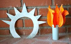 Make a Statue of Liberty crown and torch from paper plates! This reminds me of the green foam Statue of Liberty crown I had when I was little! Festive Crafts, Patriotic Crafts, July Crafts, Summer Crafts, Preschool At Home, Preschool Crafts, Preschool Themes, Kids Crafts, Statue Of Liberty Crown