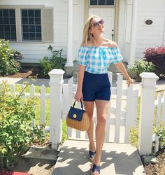 Reese Witherspoon Southern Belle outfit Cheer Up Your Window This Winter With A Backyard To Grace It Reese Witherspoon Instagram, Reese Witherspoon Style, Southern Belle Style, Preppy Southern, Southern Prep, Southern Women, Southern Shirt, Southern Marsh, Mom Outfits