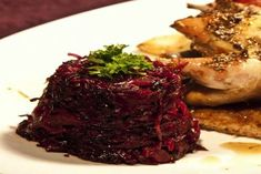 συνταγή για γλυκόξινο κόκκινο λάχανο με μπαχαρικά για να συνοδέψετε κηνύγι ή ψητά κρέατα με ένταση γεύσης