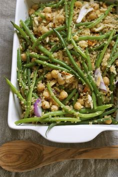 Easy Quinoa & Green Bean Skillet | Protein and carb-rich quinoa and chickpeas and nutrient packed veggies