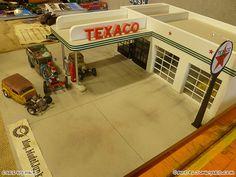 Image from http://blog.modeljunkyard.com/wp-content/uploads/2013/03/jabbeke-2013-texaco-gas-station-diorama-cars-by-mikeof55-06-rat-rod.jpg.
