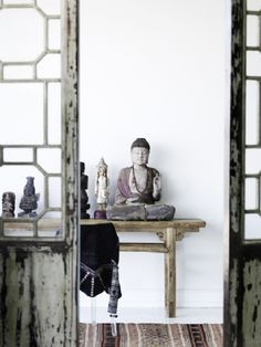 Wabi Sabi Art + Design from a Scandinavian perspective Natural elegance Scandinavian modern Harmonious style Creative spaces Clever DIY Tutorial Asian Interior Design, Home Interior, Chinese Interior, Antique Interior, Wabi Sabi, Interior Inspiration, Design Inspiration, Interior Ideas, Interior Styling