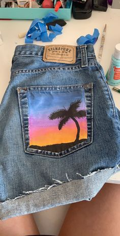 painted sunset on denim shorts jean short painting painted jeans ig: savannah.hixon vsco: savannahreanne painted sunset on denim shorts jean short painting painted jeans ig: savannah. Painted Shorts, Painted Jeans, Painted Clothes, Diy Clothes Paint, Hand Painted, Diy Clothing, Custom Clothes, Denim Kunst, Short T Shirt