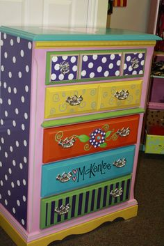 Supercute for a Girlsroom or Eyecatching Hallway, this Colorful Dresser. I would love such a Dresser in My Workarea too ;-)