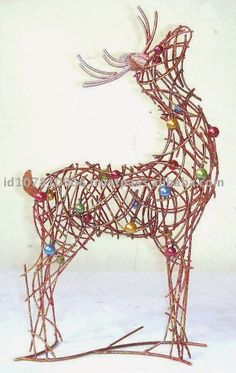 navidad con patrones: Renos Navideños Wire Art Sculpture, Sculptures, Twig Crafts, Christmas Holidays, Xmas, Reindeer Head, Sewing Dolls, Floral Arrangements, Metal