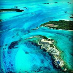Everyone heads over to Paradise Island and Grand Bahama Island, but real beauty is found in the Exuma Cays of the Bahamas. It's perfect for snorkelling and diving, swimming with pigs, sailing and laying on secluded beaches. Find out more at Paradise in the Exuma Cays http://theplanetd.com/exuma-cays-bahamas/ Discovered by The Planet D at Exuma Cays, Exuma, The Bahamas