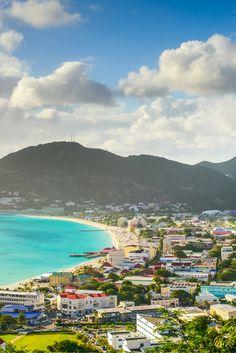 Als je vanuit je appartement zo het strand op rent en het mooiste strand ooit ziet ben je je zorgen vergeten! Sint Maarten we zijn verliefd!❤ https://ticketspy.nl/deals/de-bounty-vakantie-sint-maarten-va-e699/