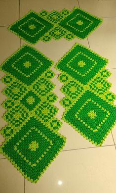 Granny Square Runner Pattern Diagram and Inspiration Annie's Crochet, Crochet Carpet, Crochet Doilies, Crochet Patterns, Knitting Projects, Crochet Projects, Crochet Table Runner Pattern, Beaded Crafts, Crochet Kitchen