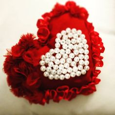 Thinking of some cool idea to surprise your valentine on Valentine's day...... Check out  http://ribbn.net/  http://ift.tt/2ktoDoB  #ribbn #ribbn_blog #ribbons #love #valentines #valentino  #like4like  #art #artwork  #handmade #selfmade #doityourself #heart #iloveyou #bemyvalentine #photography