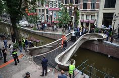 Long-awaited 3D-printed stainless steel bridge opens in Amsterdam Amsterdam Canals, Amsterdam City, Impression 3d, Printed Concrete, Amsterdam Red Light District, Cities, Steel Bridge, Dubai, Journal Du Design