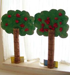 Apple trees made from paper towel tubes #toiletpaperstandcardboardtubes