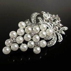 Prendedor Broche Mujer  Brillante Accesorio Elegante con Perlas y Murano Pearl Brooch, Brooch Pin, Vintage Brooches, Glamour, Pearls, Beautiful, Jewelry, Fashion, Glow