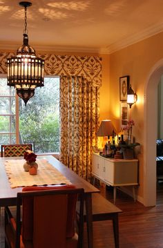 love this dining space with statement curtains and this gorgeous mediterranean lamp!