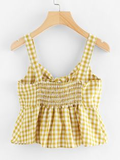 Pin on close Pin on close Cute Summer Outfits, Cute Casual Outfits, Teen Fashion Outfits, Look Fashion, Looks Black, Crop Top Outfits, Yellow Fashion, Cami Tops, Mode Style