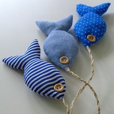 I need some twine., and some catnip. probably more stuffing too. Product shots for fabric fishy bunch in blue. sweet marine fish mobile--would make these toys filled with catnip for my cat. The Apple Cottage Company sweet marine fish mobile-this website i Beach Crafts, Diy And Crafts, Arts And Crafts, Fabric Fish, Blue Fabric, Fabric Toys, Fabric Crafts, Sewing Toys, Sewing Crafts