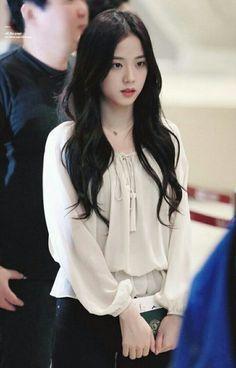 Blackpink Jisoo, Kpop Girl Groups, Korean Girl Groups, Kpop Girls, Blackpink Fashion, Korean Fashion, Fashion Outfits, Black Pink ジス, Jenny Kim