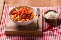 Penne all´arrabbiata - pasta med chilli Penne, Pasta, Macaroni And Cheese, Ethnic Recipes, Food, Mac And Cheese, Essen, Meals, Yemek