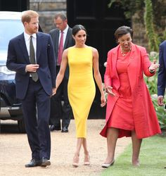 Naomi Campbell, Meghan Markle, La La Anthony, Serena Williams, Winnie Harlow and other celebrity pics of the week. Meghan Markle Dress, Meghan Markle Photos, Meghan Markle Style, Megan Markle Prince Harry, Prince Harry And Megan, Wimbledon, Commonwealth, Style Royal, Princess Meghan