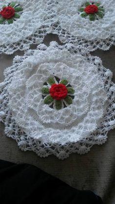 Different Fiber Models - yapilanlar Thread Crochet, Crochet Crafts, Crochet Doilies, Crochet Projects, Knit Crochet, Crochet Flower Patterns, Crochet Flowers, Woolen Craft, Flower Video