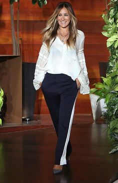 White top, black pants and sparkly shoes - click through for more NYE and Christmas Outfit Ideas from Sarah Jessica Parker