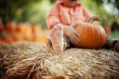 Ochoa Photography - Perfect, Except I would include the child's face as well. Fall Baby Pictures, Fall Family Photos, Fall Photos, Fall Pics, Autumn Pictures, Kid Pictures, Holiday Pictures, Pumpkin Patch Pictures, Pumpkin Photos