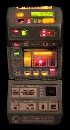 Star Trek: Voyager (TV) / Hero Illuminating Starfleet Medical Tricorder