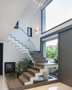 Home Stairs Design, Bungalow House Design, Small House Design, Dream Home Design, Stair Design, Modern House Facades, Modern Exterior House Designs, Modern House Design, Staircase Design Modern