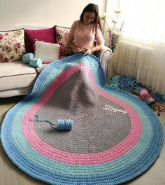 Knitting Carpet Models For Baby Room – Knitting And We Crochet Carpet, Crochet Home, Crochet Baby, Knit Crochet, Crochet Motifs, Crochet Stitches, Round Rug Nursery, Crochet Projects, Sewing Projects