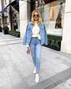 AD: Double denim in all Obsessed with their new premium mom jeans You… Denim Jacket Outfit Winter, Oversized Denim Jacket Outfit, Jean Jacket Outfits, Denim Jacket Fashion, Denim Outfit, Trendy Outfits, Fall Outfits, Fashion Outfits, Estilo Denim