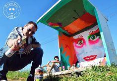 """A ideia partiu de uma brincadeira do publicitário Eiguel Ribeiro, junto com um grupo de amigos. Convencidos de que a paisagem precisava ser retocada, e de que a população estava carente de contato com a arte, eles decidiram colorir um ponto de ônibus no Paraná. O sucesso foi tão repentino que hoje eles são como uma exposição de arte a céu aberto. O projeto é uma tentativa de oferecer """"oportunidades de evolução cultural à sociedade"""". Eiguel Ribeiro grafitou os primeiros pontos sem imaginar…"""