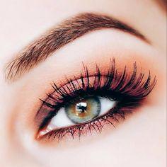 Este año más allá de las máscaras para pestañas color café negro y azul también empezarán a usarse otros tonos llamativos como el fucsia que permiten iluminar la mirada de las amantes de tendencias en moda. - #tumaqui #makeup #maquillaje #tips #belleza #contorno #makeuplover #makeuprevolution #labios #lipstick #iluminador #vidademaquilladora #gloss #blogger #envios #gratis #nacional #internacional #box #productos #instamakeup #base #blush #maquillador #delineador #makeupaddict #fashion…