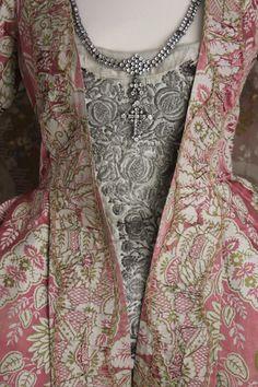 Early 18th Robe à la Française, rare saque (sack) back, c 1730 Lace Pattern Silk, Original Trim (front detail)