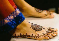 bridal henna,bridal mehndi,indian wedding henna on feet,indian wedding mehndi,Irish Grzanich Photography. do we know anybody that has the patience to do henna? Indian Wedding Mehndi, Mehndi Brides, Bridal Mehndi, Henna Designs Feet, Legs Mehndi Design, Bridal Nails French, Henna Mehndi, Henna Feet, Henna Party