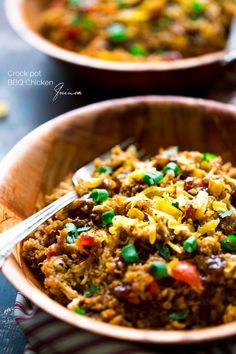 Crock Pot BBQ Chicken Quinoa - Let your Crock Pot do ALL the work for you with this SUPER easy, healthy and gluten free dinner that is BIG on flavor! | Foodfaithfitness.com | #recipe