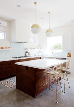 GET THE LOOK: TWO-TONED KITCHENS What you need to know to get the look!