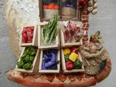 Ortolano (particolare) - Tegole antiche decorate e dipinte a mano http://www.coppobuonricordo.it/2014/09/lortolano.html