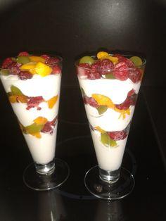 Mascarpone, griekse yoghurt met vers fruit