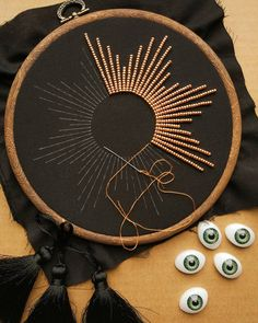 Sew much String Lou & # Lys & Cie (Lilou Lilou) Embroidery Hoop Art, Hand Embroidery Designs, Beaded Embroidery, Cross Stitch Embroidery, Embroidery Patterns, Crochet Pattern Free, Handmade Home, Sewing Crafts, Instagram