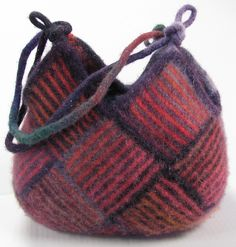 It shrunk to half the knitted size! Knitted Bags, Crochet Bags, Felted Wool Crafts, Bag Pattern Free, Felt Purse, Wool Felt, Wool Yarn, Vintage Sewing Patterns, Handmade Bags