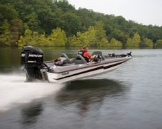 New 2012 Bass Cat Boats Pantera Classic Bass Boat  with a 200 HP Mercury Engine. Plenty of Power!