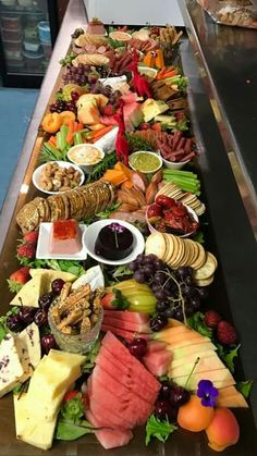 Top Ten Grazing Table to Groom Your Event Party Trays, Snacks Für Party, Appetizers For Party, Appetizer Recipes, Party Platters, Tapas, Charcuterie And Cheese Board, Cheese Boards, Antipasto Platter