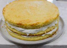 Torta de piña con crema, receta chilena   En Mi Cocina Hoy Pineapple Cake, Pineapple Juice, Vanilla Sponge Cake, Vanilla Cake, Chilean Recipes, Chilean Food, Summer Cakes, Sifted Flour, Heavy Whipping Cream