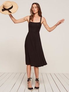 You don't want clingy relationships, and sometimes you don't want clingy outfits either. This is a midi length dress with pockets and a soft v neckline.
