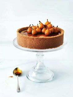 Pear Cinnamon Cheesecake via Donna Hay - Photography William Meppem (Baking Cheesecake Donna Hay) Tart Recipes, Cheesecake Recipes, Baking Recipes, Sweet Recipes, Köstliche Desserts, Delicious Desserts, Dessert Recipes, Yummy Food, Slow Cooker Desserts