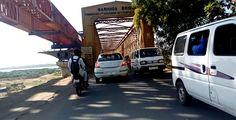 Golden Bridge This bridge is also called Narmada Bridge. This bridge is on the Narmada River. This Golden Bridge connects Bharuch city an. Narmada River, Famous Bridges, British People, Photography Classes, Famous Places, India Travel, Road Trip, Cable, City