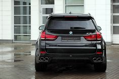 Aside from a mean-looking front-end, the standard BMW X5 is your regular Sports Activity Vehicle that doesn't necessarily stand out from the crowd.