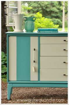 I was overcome by mid-century madness this past week and the end result was not one, but two fabulous mid-century pieces! I just can't help myself, I always envision mid-century pieces in turquoise...