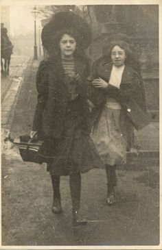 Again, probably too old fashioned, but not unlike how these children might be raised. Antique Photos, Vintage Pictures, Vintage Photographs, Old Pictures, Vintage Images, Old Photos, 1900s Fashion, Edwardian Fashion, Vintage London